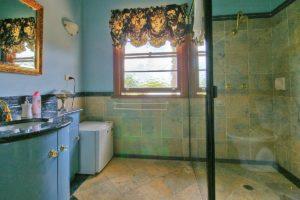 Blue Pearl Room - Bathroom